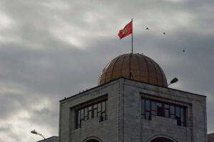 Violent change of government in Kyrgyzstan amidst COVID-19 pandemic: Patronal presidentialism, oligarchisation of politics, and public indignation with corruption and rigged elections