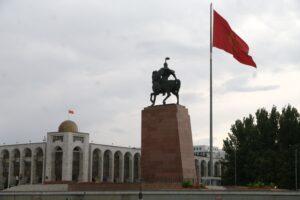 """Жаңы чоң """"шеф"""" келдиби? Кыргызстандагы улуттар аралык патронаждын тармактары"""