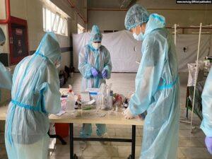 COVID-19 пандемиясына көрүлгөн начар даярдыкка Кыргызстандагы саламаттык сактоо системасындагы паракорчулук айыпталууда